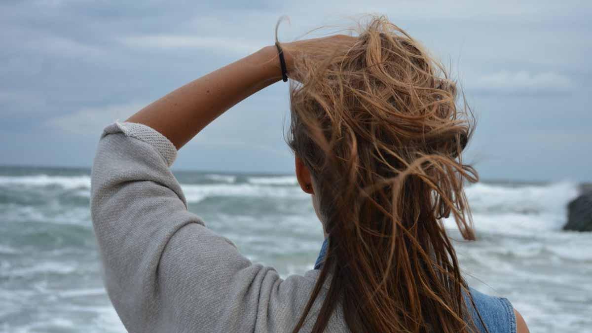 Cheveux et peau : voici les 7 meilleures façons de vous protéger de l'eau salée et du chlore !