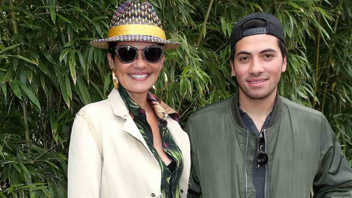 Cristina Cordula dévoile la première photo de ses vacances avec son fils Enzo. Les fans charmés !