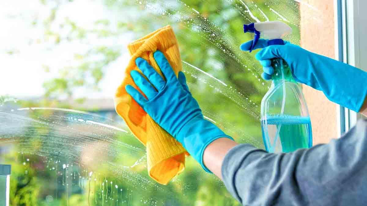 Voici la recette maison miracle et pas cher pour le nettoyage des vitres