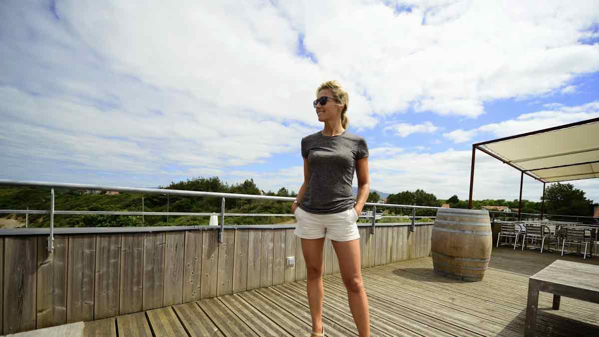 Anne-Sophie Lapix en vacances, elle se déhanche comme jamais à Saint-Jean de Luz