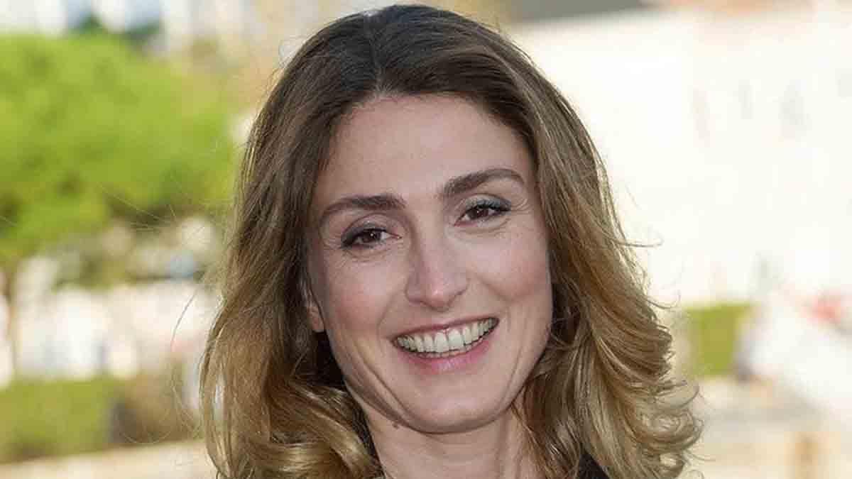 """Le sort s'acharne, Julie Gayet de nouveau face à des """"tromperies"""" !"""