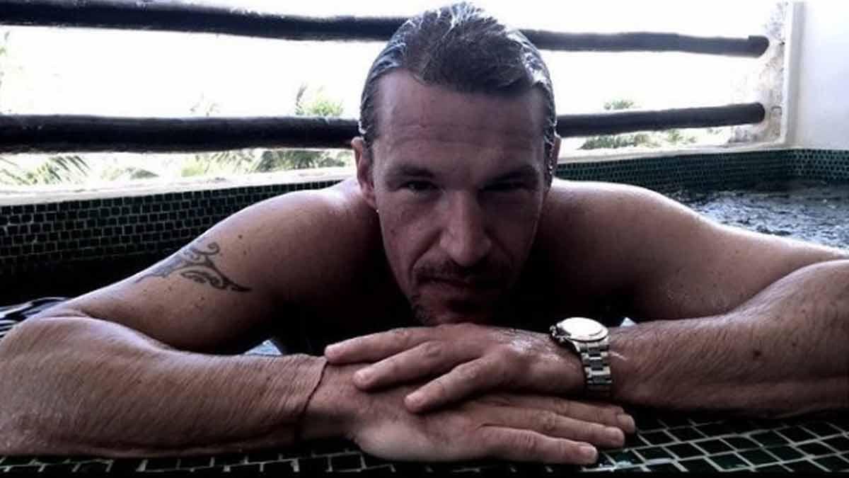Benjamin Castaldi s'affiche nu sous la douche et dévoile son corps musclé