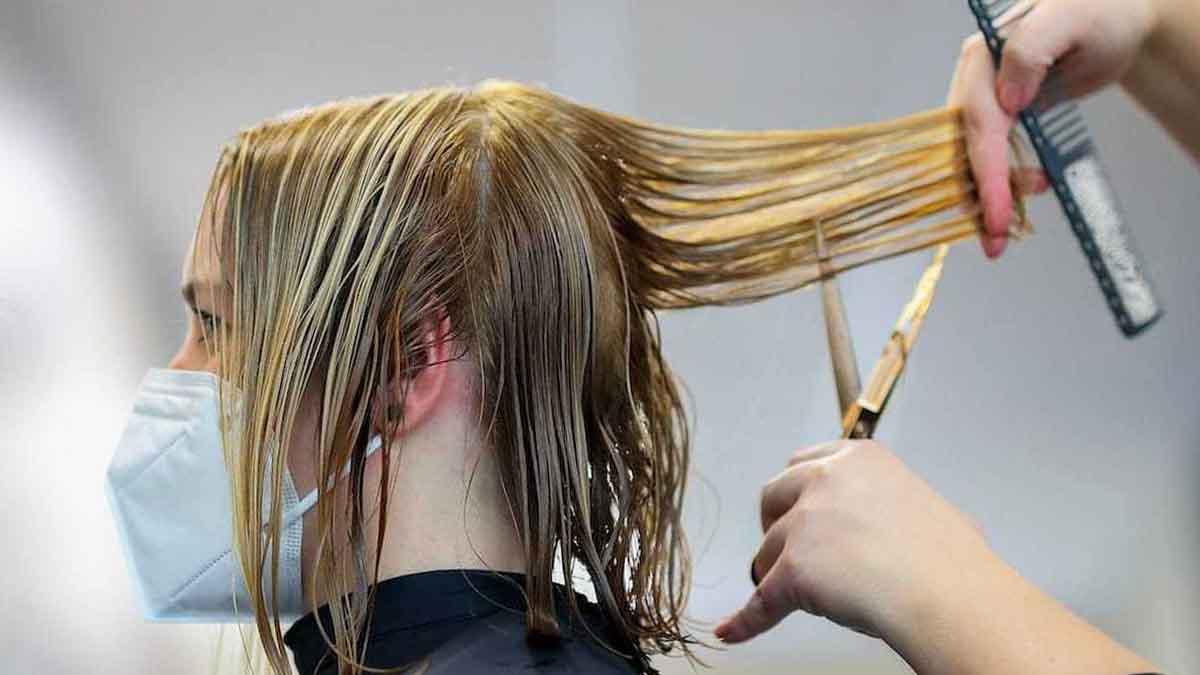 Coiffure après 50 ans : 3 types de coupes de cheveux qu'il faut éviter !