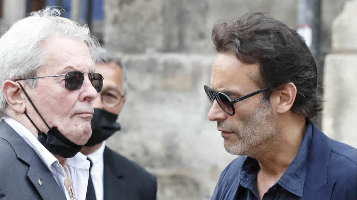 Alain Delon totalement brisé son fils aîné Anthony annonce une triste séparation