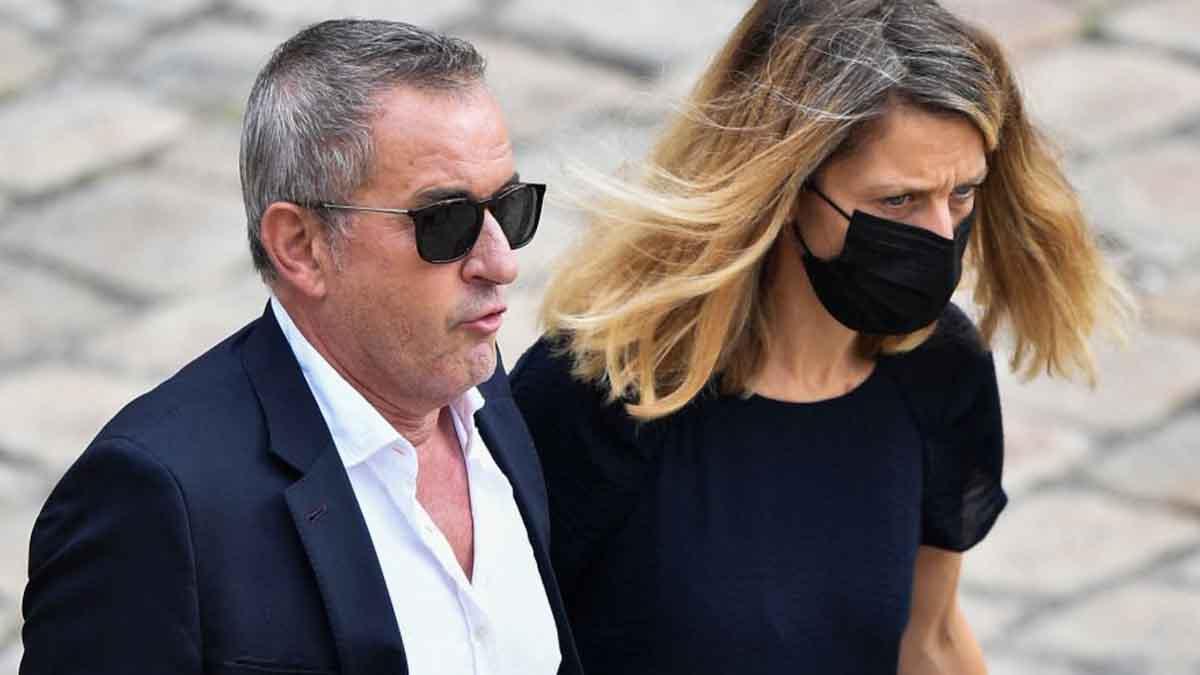 Christophe Dechavanne : cette rare apparition aux côtés de sa femme Elena Foïs à l'hommage à Jean-Paul Belmondo